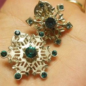 Vintage Jewelry - Two snowflake pins PM 730